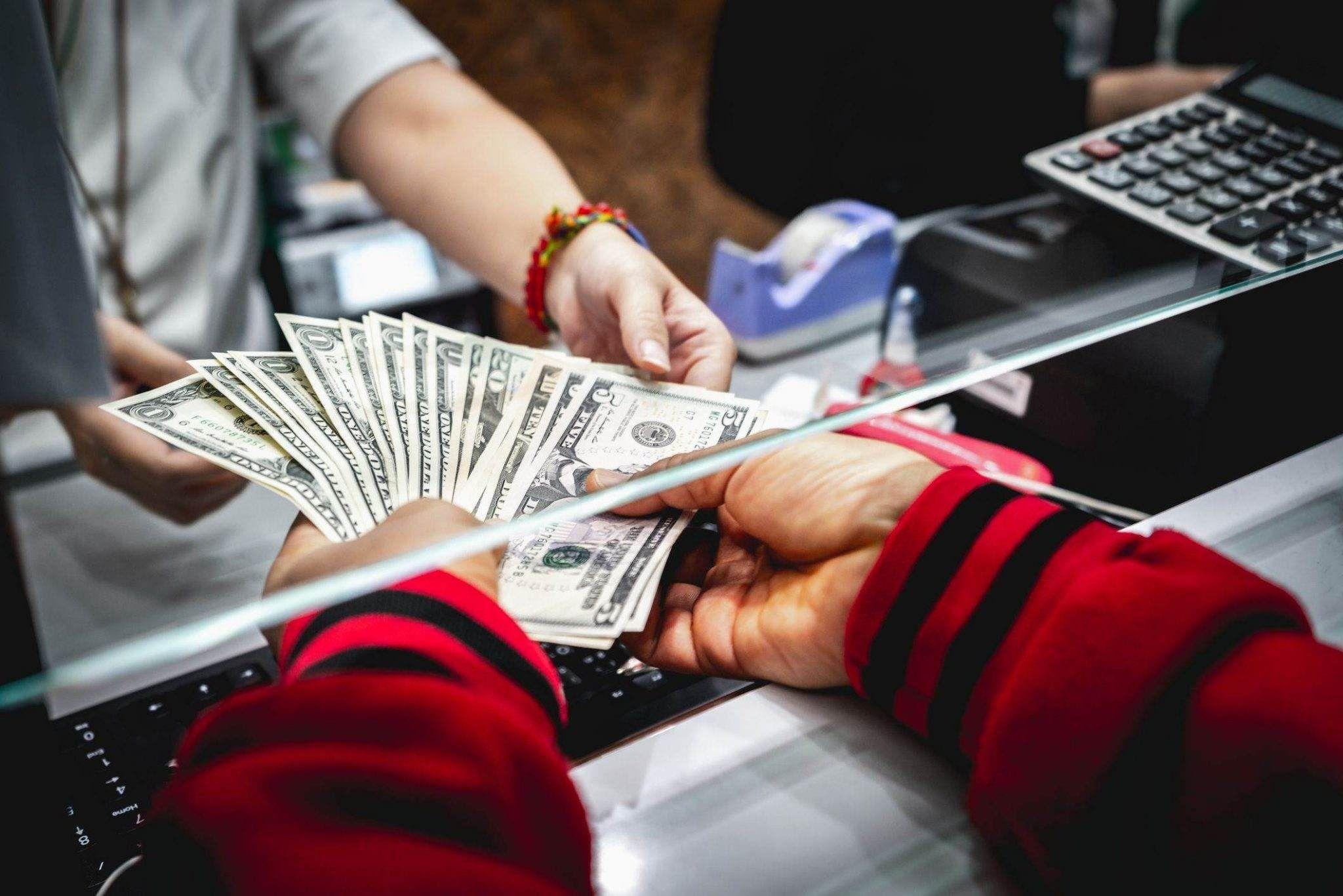 Depósito de dinero a escala 1